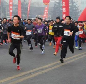 new-year-people-running-the-yellow-river-in-lanzhou