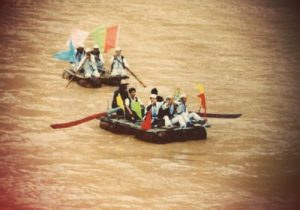 the-hezhou-feet-households-brother-raft-off